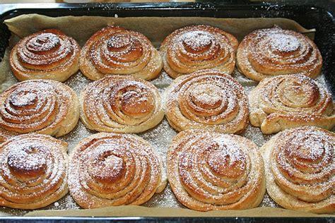 zimtschnecken kuchen rezept norwegische zimtschnecke kuchen rezepte chefkoch de