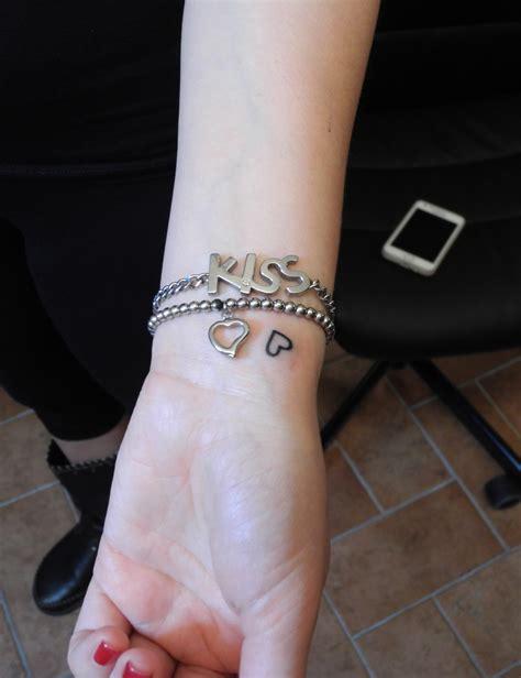 tatuaggio polso interno fa cuoricino polso sandi custom
