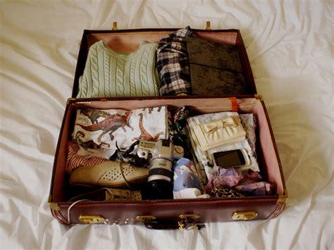 una valigia sul letto la valigia sul letto radio deejay