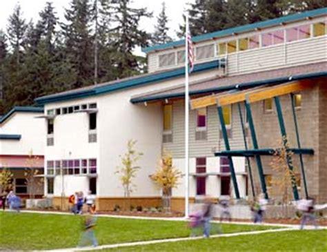 Cottage Lake Elementary by Photo Copyright Doug J