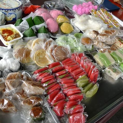 kuih muih i know what i ate last summer 50 kota kinabalu must eat foods recommended by eatbah com