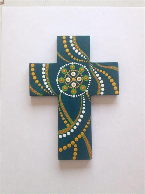 ideas para decorar cruces de madera para baurizo las 25 mejores ideas sobre cruces de madera pintada en