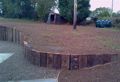 End Sleepers curved retaining wall from railway sleepers on end