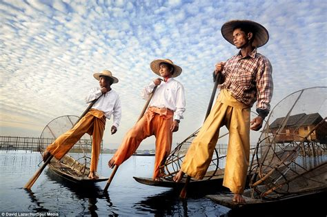 Kaos National Geographic Traditional Boat fishermen of burma who fish while standing on one leg in beautiful photos daily mail