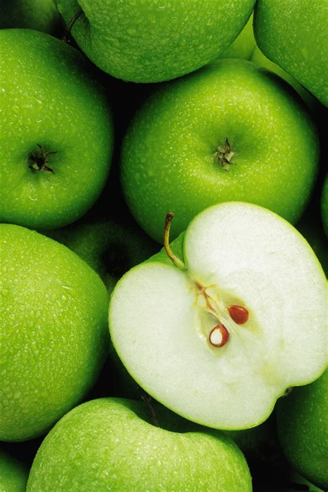 apple up wallpaper green apple fruit close up iphone wallpaper 640x960