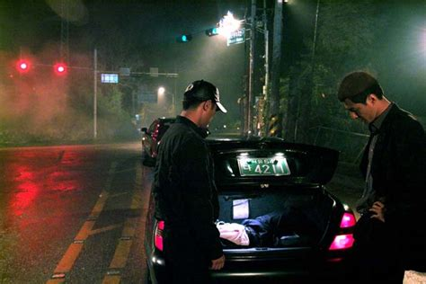 film korea vulgar 성공을 위해 마지막 의리까지 버렸지만 한 순간의 실수로 결국 비열한 거리의 희생자가 되고 마는 한 삼류