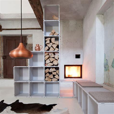 wohnzimmer sitzbänke kamin pappe design