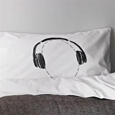 Pillow For Headphones by Arte Y Dise 241 O Funda De Almohada Con Aud 237 Fonos La