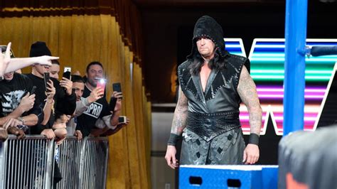 trish stratus working out new video of undertaker working out trish stratus and