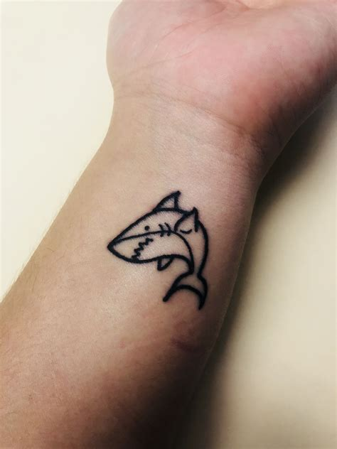 small shark tattoo small simple shark tattoos shark tattoos