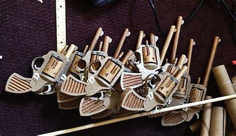 pistola en material reciclable pistolas fabricadas con cart 243 n reciclado
