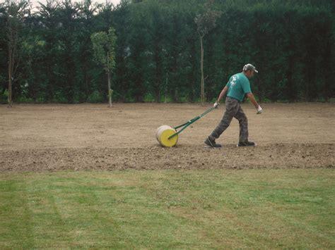 semina erba giardino semina erba giardino prato curato semina erba verde acqua