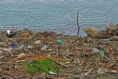 inquinamento  plastica nel mare foto stock