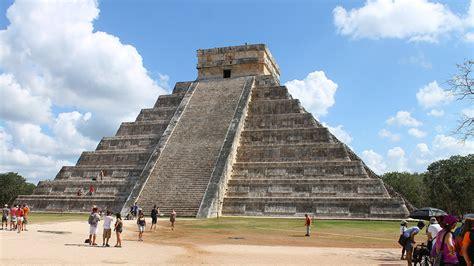 wann wurde die erste pyramide gebaut unter dieser pyramide wurde eine weitere geheime
