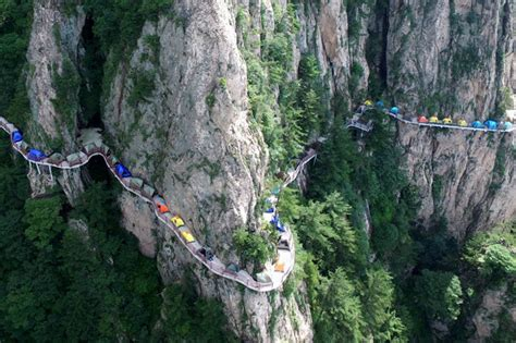 tende alta montagna cers pitch tents on side of 1 700m high cliff in china