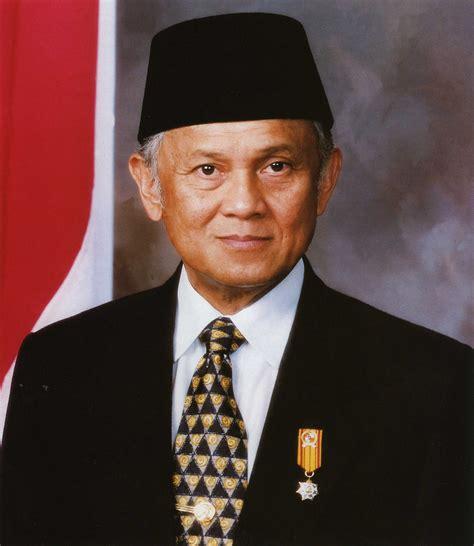 Biografi Bj Habibie Versi Sunda | biografi bahasa sunda bj habibie