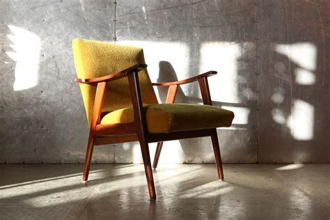 zetel jaren 60 vintage design teakhout en gele stof deens fauteuil jaren