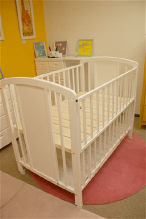 Rent Baby Crib Furniture Tokyo Baby Fruniture Rental Baby Crib White Color