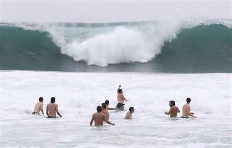 salvatore bagni pirlo i calciatori italiani in spiaggia a tra pallavolo