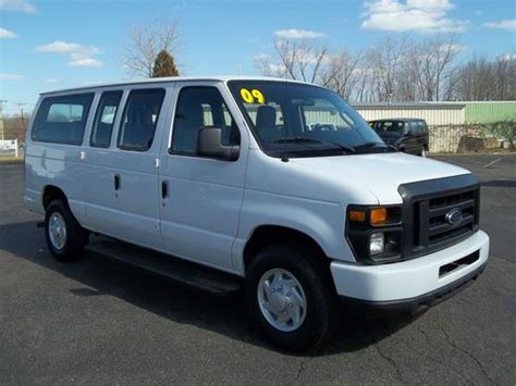 sell used 2009 ford e250 aisle seating 11 passenger window van 29k miles in east windsor