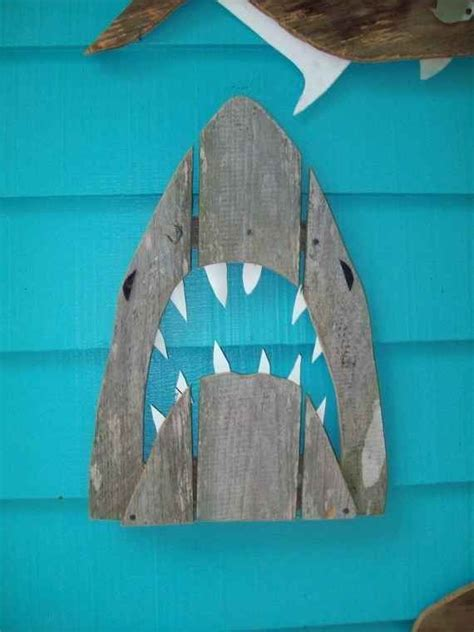 starfish wooden lighthouse nautical themed rooms best 25 beach room ideas on pinterest beach room decor