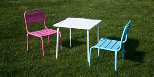 salon de jardin children table blanche et deux chaises