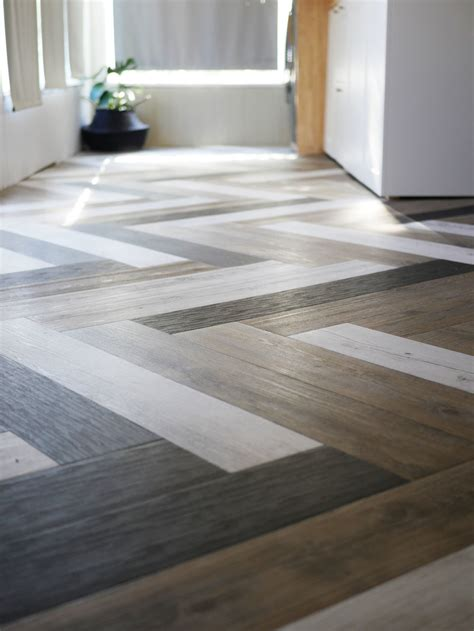Unique Bathroom Flooring Ideas by Oh Yes She Diyd Herringbone Floors With Vinyl Stick Down