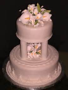file tiered cake with fondant frosting jpg wikimedia commons