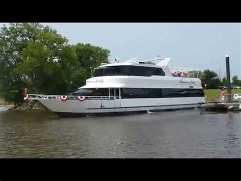 mississippi river boat cruises dubuque ia american lady at catfish charlies on mississippi river