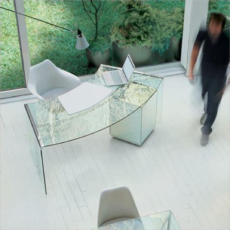 glas schreibtisch design extravaganter schreibtisch aus durchsichtigem glas