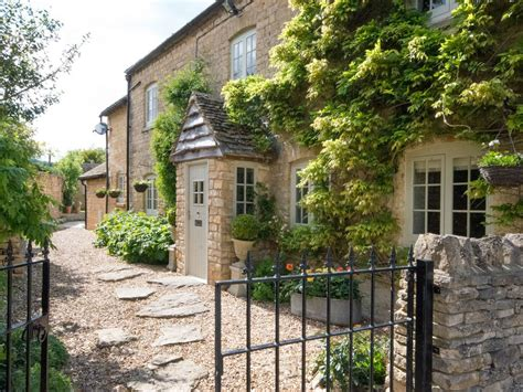 Cottages In Cotswolds With Dogs by Quintessentially Cotswold Beautiful Cotswold Cottage