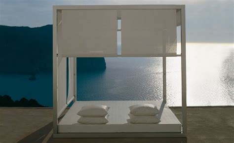 outdoor white daybed  gandia blasco digsdigs