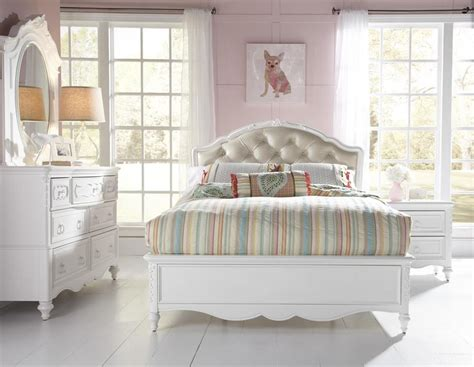 youth bedroom furniture for small spaces sweetheart upholstered bed from samuel 8470