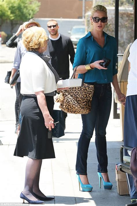 Katherine Heigl Picks Wedgie by Katherine Heigl Picks Up A Copy Of Style Bible Vogue