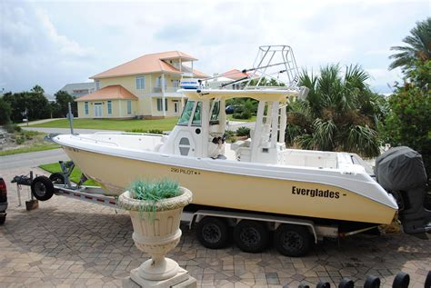 everglades boats for sale nc 2006 everglades 290 pilot loaded only 430 hours the hull