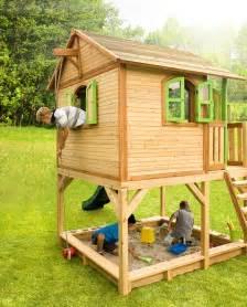 kinderspielhaus holz garten holz kinderspielhaus auf stelzen sandkasten garten