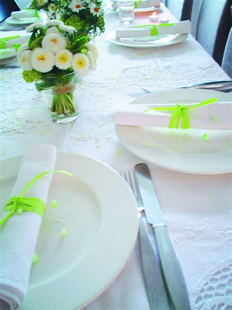 diy table settings ideas   impress  friends