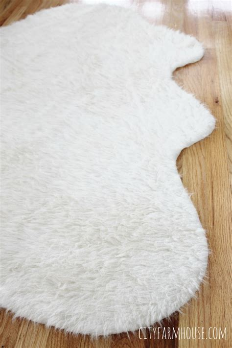 Diy Faux Fur Rug by Easy Diy Faux Fur Rug Fa La La Free Printable City