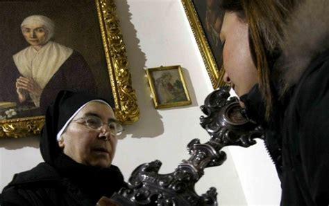 sedia miracolosa napoli foto santa delle cinque piaghe il rito