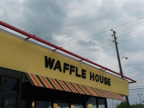 waffle house loganville ga two hospitalized after waffle house brawl lawrenceville ga patch