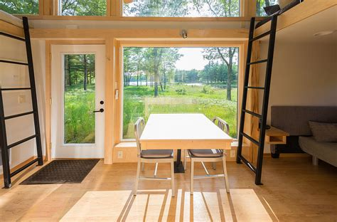 Escape Traveler   A Tiny House on Wheels That Comfortably Sleeps 6