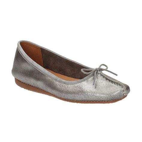 Sepatu Clark Wanita jual clarks 26119565 freckle met suede sepatu wanita silver harga kualitas