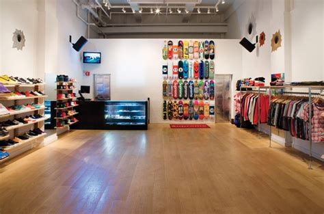 supreme retailer supreme reportedly eyeing retail location news