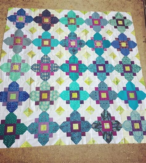 pattern for quatrefoil quilt block bhq by you october 2016 blossom heart quilts