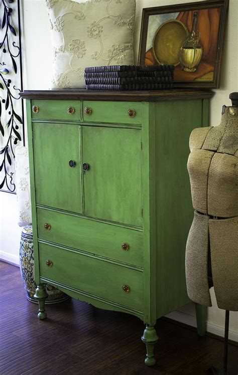 Painting Furniture With Chalk Paint by 17 Best Ideas About Antibes Green On Green