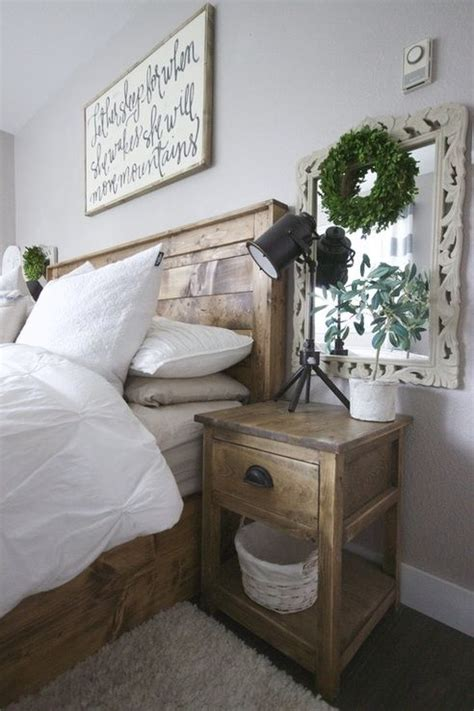 Bedroom Table Ls Rustic by Best 20 White Rustic Bedroom Ideas On Rustic