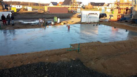Bewehrungsmatten Richtig Verlegen by Bodenplatte Betonieren Bewehrung Verlegen Und Beton Gie 223 En