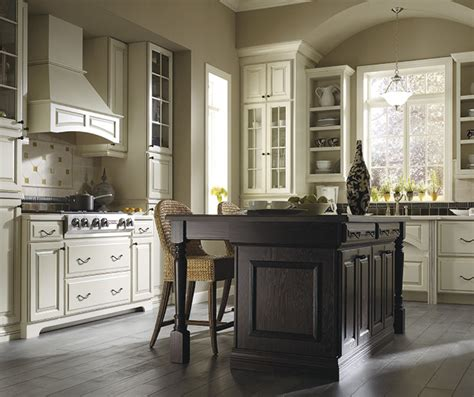 thomasville kitchen cabinet cream thomasville find your style plaza maple amaretto creme