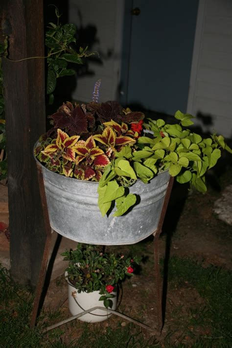 18 Best Images About Old Wash Tubs On Pinterest Gardens Wash Tub Planters