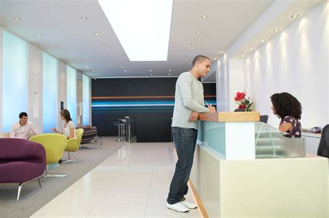 at the reception desk the 5 critical steps to a successful reception desk